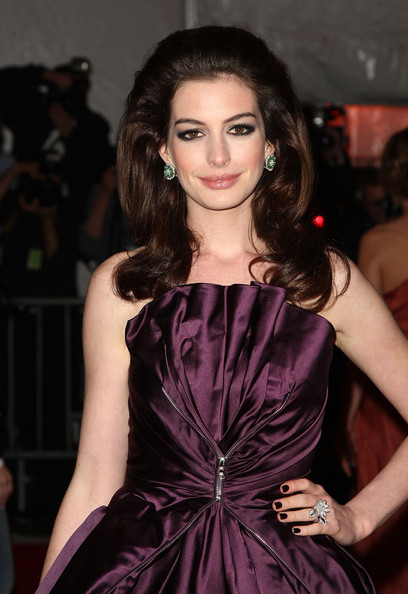 Anne Hathaway is known for soft makeup looks that are natural with a twist