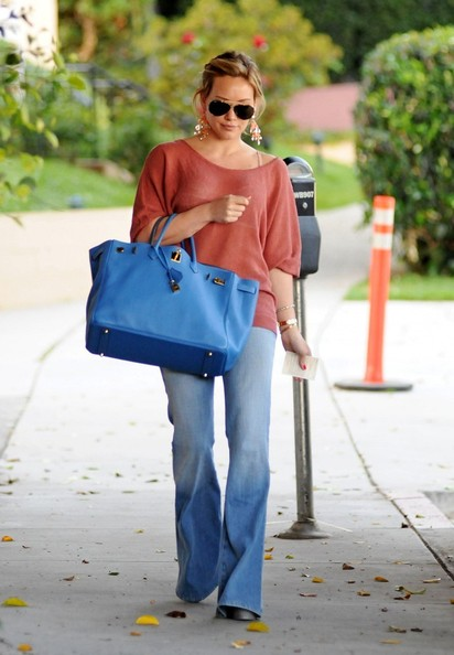 Hilary Duff Wears Softer Version of Colorblocking Trend 2