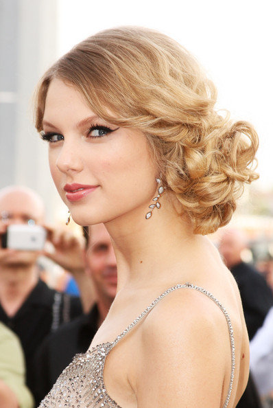 taylor-swift-hairstyles-2.jpg