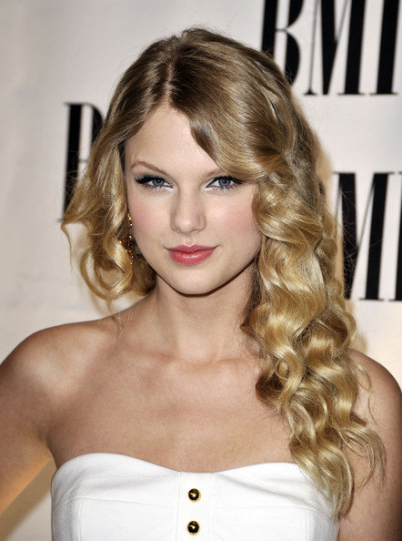 taylor-swift-hairstyles-3.jpg