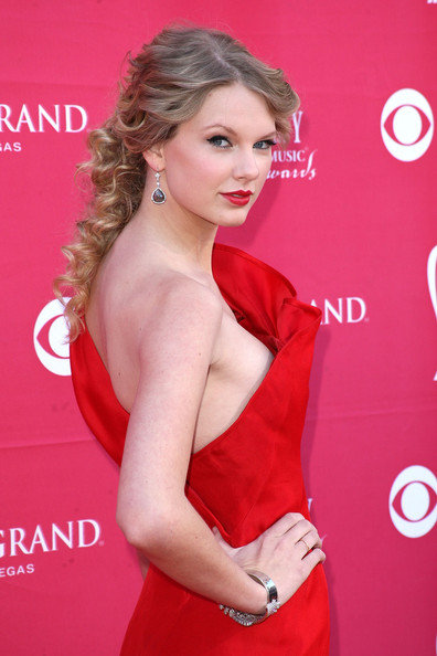taylor-swift-hairstyles-4.jpg