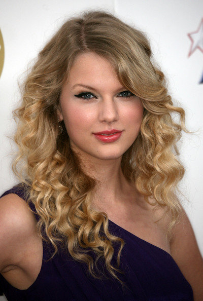 taylor-swift-hairstyles-6.jpg